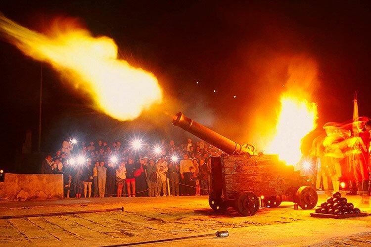 "Cannon-Shot Ceremony, Bastion ""La Cabaña"", La Habana, Havana / Cuba"