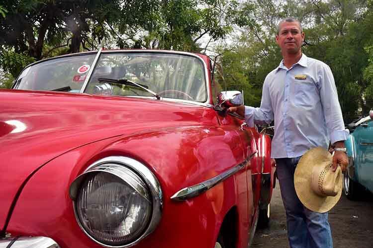 Carlos Alberto and Marcel City Tour, two 1949 Chevrolets DeLuxe Convertible © Havana My Way, info@havanamyway.com